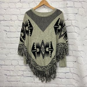 Suzy Shier Ladies Beige and Black Knit Poncho